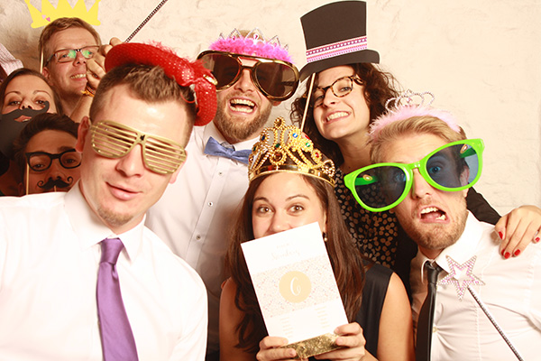Fotobox Bild Gäste posen vor Kamera